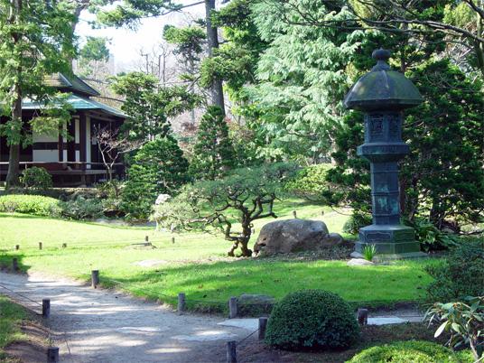 Lanterne japonaise laquelle choisir jardin japonais for Lanterne jardin zen