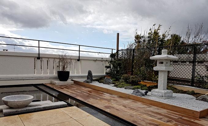 Jardin japonais sur une terrasse parisienne