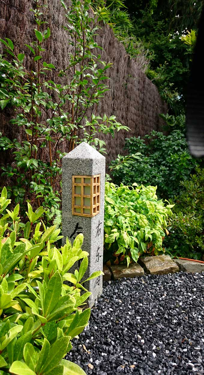 Jardin Japonais Borne lanterne granit