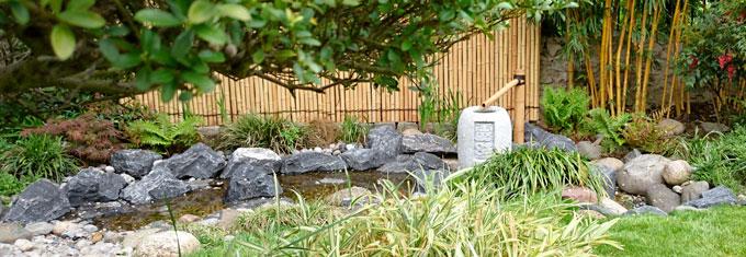 La paroi délimite le jardin japonais avec élégance