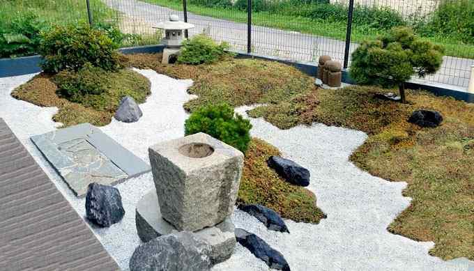 Jardin japonais sec zen karesensui gravier galet fontaine lanterne japonaise