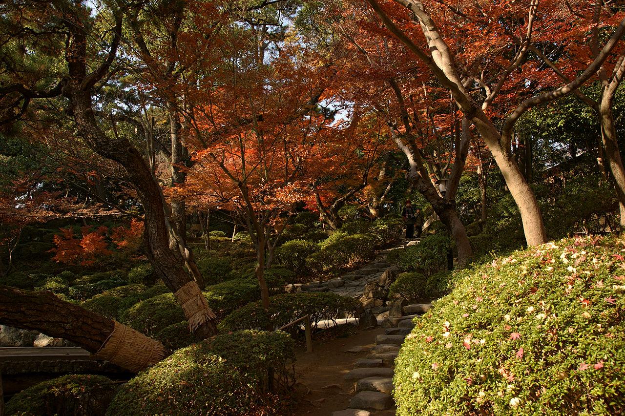 1280px-wakayama_castle_nishinomaru_garden11n4592