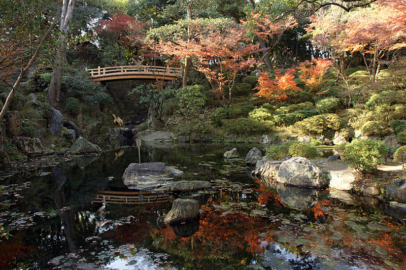 800px-wakayama_castle_nishinomaru_garden09bs4592