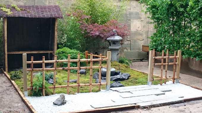 Banc d'attente Japonais Koshikake machiai et barrière de bambou