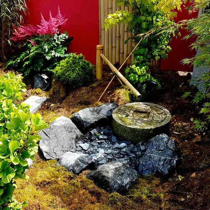jardin japonais tradionne Paris, jardin de thé, chaniwa, fontaine en bambou, astilbe