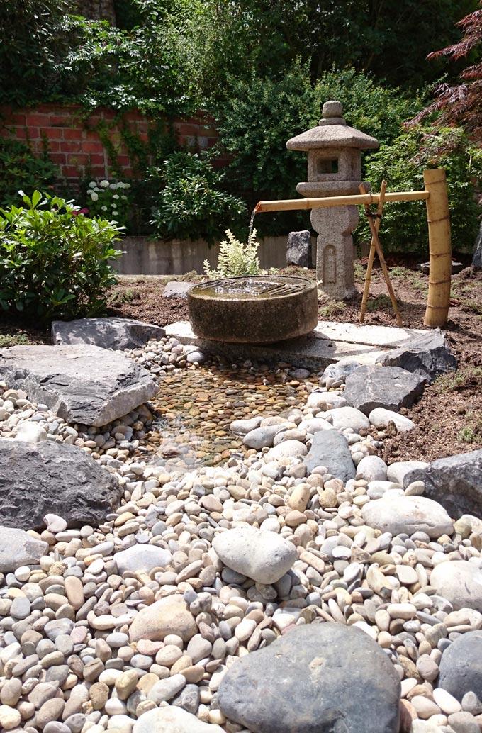 Un jardin japonais, une rivière sèche restons Zen