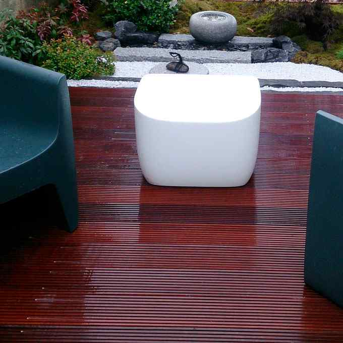 Terrasse en bois, jardin japonais, paris, jardin de thé , bassin en granit